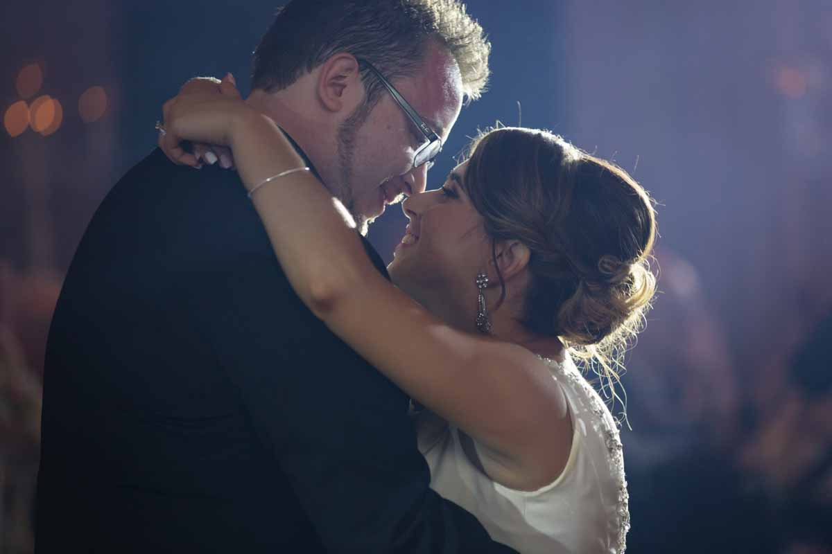 Plaza Volare Crowne Plaza montreal wedding first dance