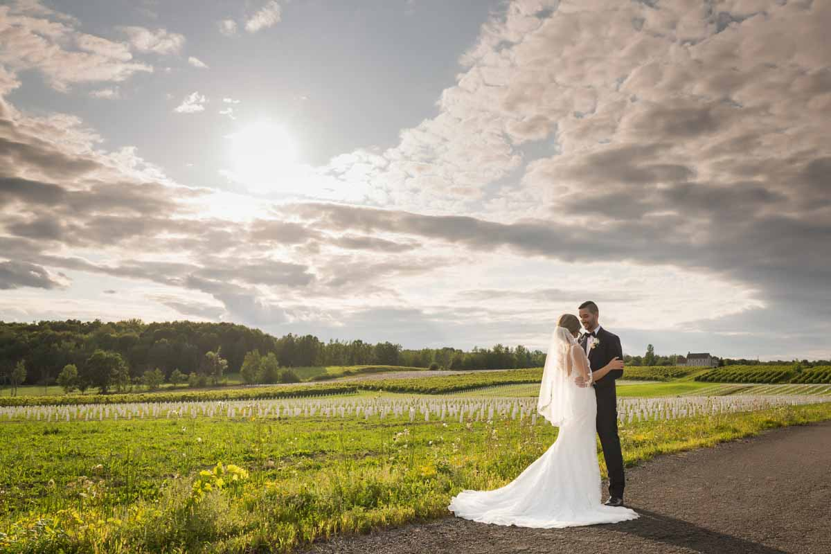 Chapiteau Le Vignoble wedding Groupe Madison Pixelicious Montreal Wedding Photographer