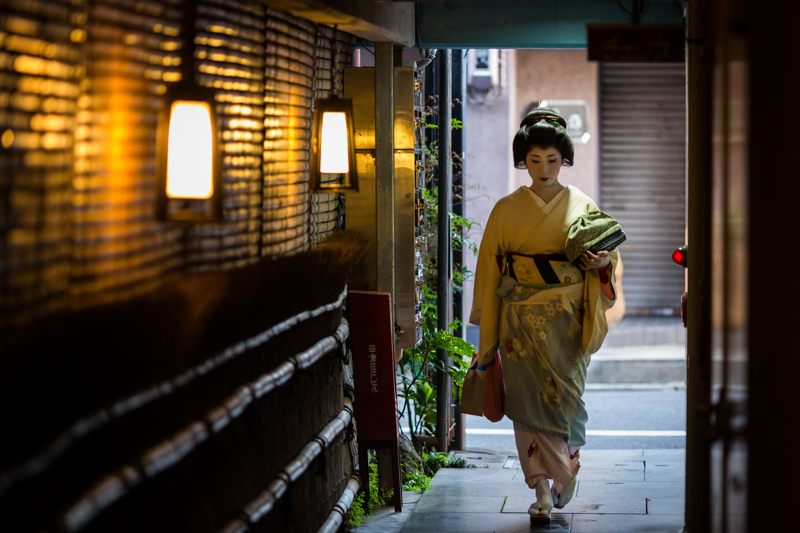 Kyoto Gion geisha walking