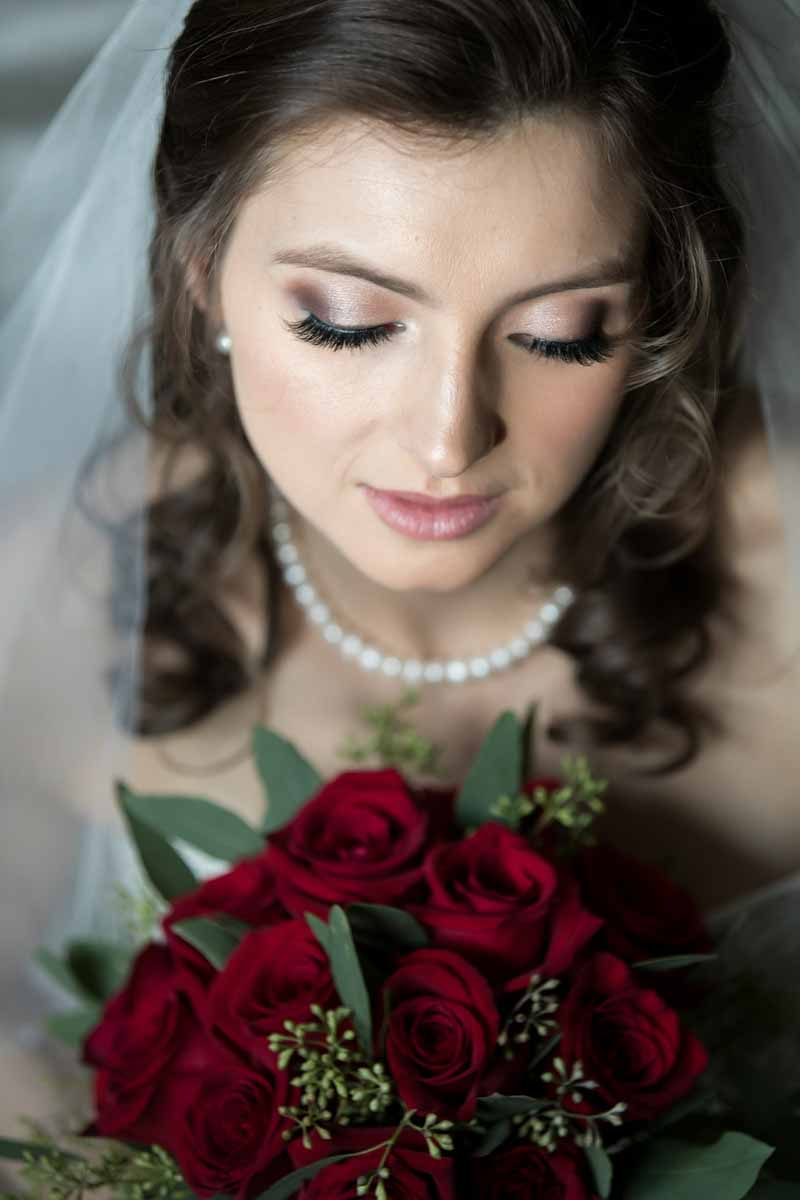 Pixelicious portrait bride with bouquet