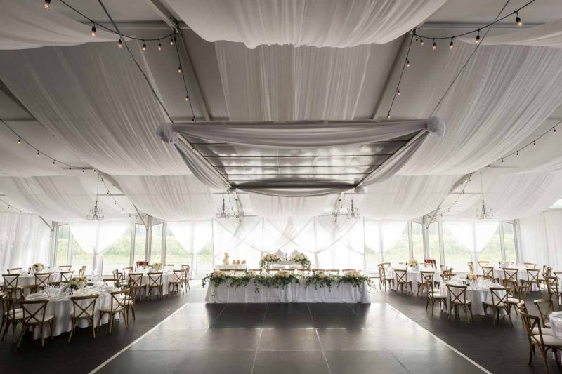 Chapiteau Le Vignoble wedding reception tent decoration