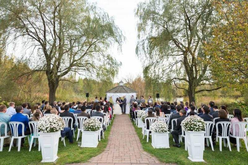 Auberge des Gallant outdoor wedding ceremony