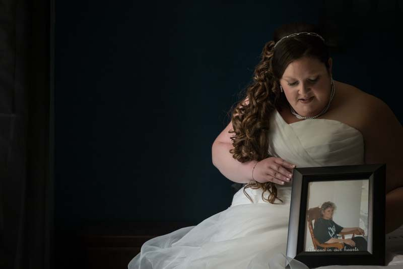 Bride holding mom's picture